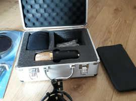 ISK Bm-700 condenser microphone & pop shield