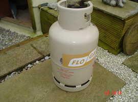 Full gas cylinder and regulator.