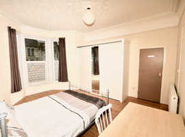 One double bay-fronted characterful double room  in a Shared House, Belgrave Rd,  Plymouth