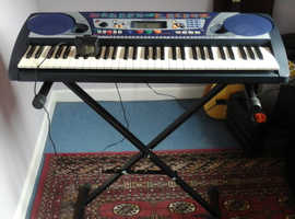 Yamaha keyboard PSR-260 with stand