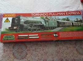 Hornby 00 gauge Tornado Pullman express