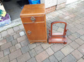 Period bedroom cabinet with mirror