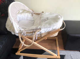 Mamas and Papas Moses basket with Clare de Lune foldable stand