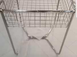 Retail metal dump basket