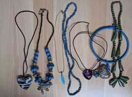 JOB LOT 8 COSTUME JEWELLERY NECKLACES ALL IN GOOD CONDITION