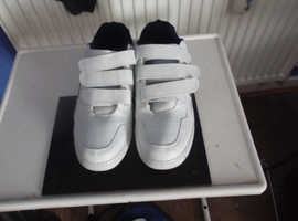 pait of mens trainers size 11