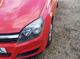 Vauxhall Astra, 2005 (54) Red Estate, Manual Diesel, 136,000 miles