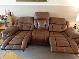 Nice lounge setter n chairs