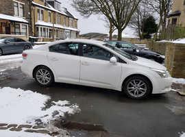 Toyota Avensis, 2011 (11) White Saloon, Manual Petrol, 78,000 miles