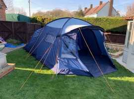 Family tent with built in groundsheet