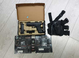 We glock 17 airsoft pistol co2 mags and gas mags 35 co2 canisters and glock  leg holster