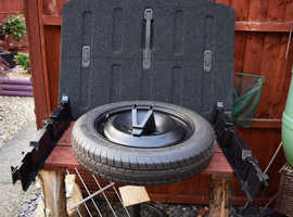 Volvo V40   unused spare wheel and raised boot floor