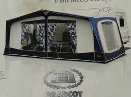 965 Bradcott Awninhg