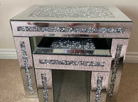 Crushed mirrored diamond nest of 2 tables