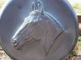Wheel cover with horse head inset for 4x4