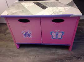 Girls toy/shoe/storage box