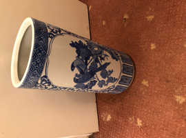 Oriental porcelain stand blue floral pattern with birds of paradise