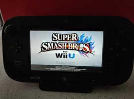 32GB Nintendo Wii U / 7 Games / 2 Wireless Controllers