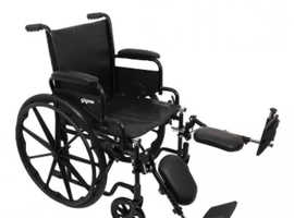 Self proppeld folding wheelchair