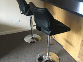 Pair of Black Breakfast / Kitchen Bar stools immaculate condition