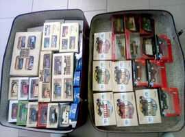 Large full suitcase collection of 117 toy diecast: vehicles used!