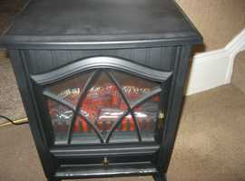 ELECTRIC WOODBURNER HEATER WITH LIVING FLAME. ONLY USED ONCE