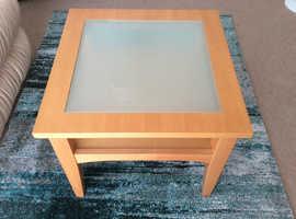 Coffee table in beech veneer