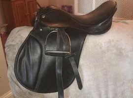 """17.5"""" black synthetic saddle"""