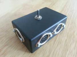 MSWIT2 Desktop MIDI switcher, Switch between 2 'slave' devices