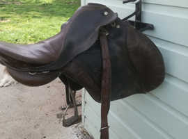 """ENGLISH LEATHER SADDLE 16""""-17"""" WITH STAND"""