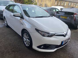 Toyota Auris, 2017 (17) white estate, Cvt Hybrid, 31000 miles