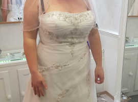 BRAND NEW ivory wedding dress size 18