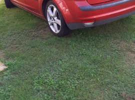 Ford Focus, 2007 (57) Red Hatchback, Manual Petrol, 141,372 miles
