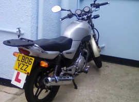 Silver Yamaha 125 excellent condition