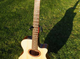 Yamaha APX 4A Electro Acoustic guitar with lined hard case