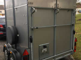 Ifor Williams HB505 classic horse trailer silver