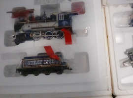 Beautiful collectable train set immaculate
