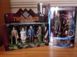 Dr Who Action Figure/Sonic & Twin Peaks figures