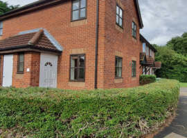 1 Bedroom House, Newly Decorated, New Kitchen Appliances, Private Parking