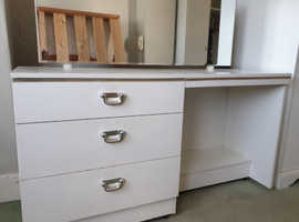 Free Bedroom furniture wardrobes and dressing tables