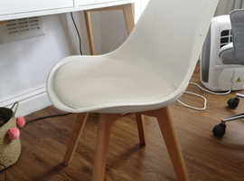 Modern chair white & wood