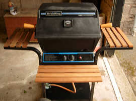 BROIL KING WITH GAS AND TOOLS