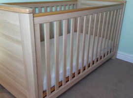 Kiddicare Nursery set Cotbed and chest of drawers