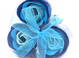 SOAP FLOWERS IN HEART SHAPED BOX -BLUE WEDDING ROSES