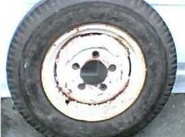 Land Rover Defender / Discovery White painted Steel Wheel & 7.50 x 16 Tyre