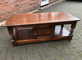 Coffee table / TV table