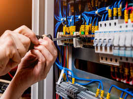 Electrician fully qualified for 18 years of experience
