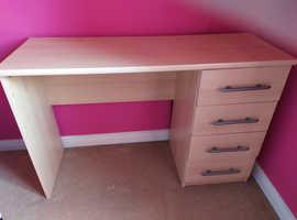 Light oak veneered desk