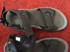 Men's size 12 brown sandals
