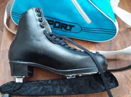 RISPORT Black Ice Skates